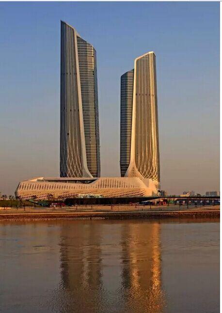 :《超高层建筑幕墙设计